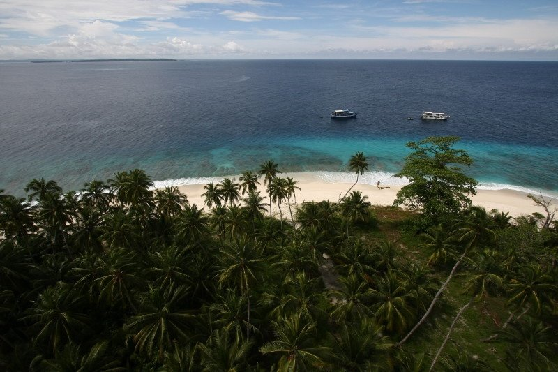 Sebastian Imizcoz / Aileoita 1 Surf Charter / Kandui Villas Resort's photo of Lighthouse / Pagai Selatan