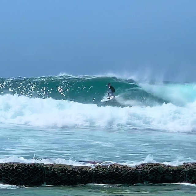 Kandooma Right Surf Report, Surf Forecast and Live Surf Webcams